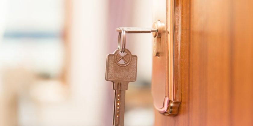 Открыть дверь в Махачкале